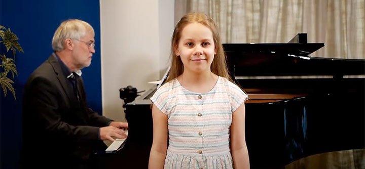 Eleanor Singing